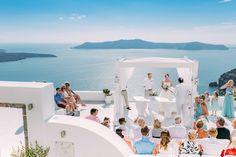 Beautiful setting! You can almost feel the warmth of the sun! #santorini #greece #greekweddingphotographer #santorinivideographer #weddingphotography #weddingvideography #weddinginspo #destinationwedding