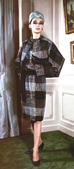 1961 Christian Dior - love these classic designs and fabrics Vintage Dior, Christian Dior Vintage, Vintage Couture, Mode Vintage, Vintage Beauty, Vintage Dresses, Vintage Outfits, Guy Laroche, John Galliano