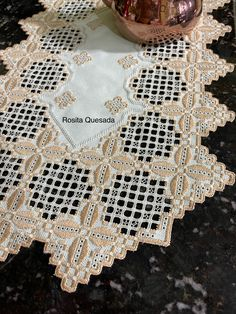 Hardanger Embroidery, Blanket, Needlepoint Patterns, Daisies, Table Toppers, Driveways, Weaving, Beverages, Dots