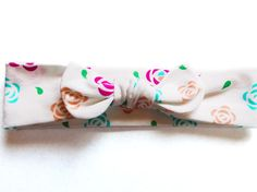 This headband has a bright spring set of flowers in golden peach, vivid aqua blue and hot pink. The design is a Sandchica original print ying_yang_roses from Spoonflower created in the perfect size for your headband. This listing is for one headband. You can choose your sizes between Baby, Toddler, Child, and Adult.   We bring you headbands in a variety of colors and sizes. Because every mom, daughter, grand daughter, grandma, woman, little lady and baby girl should have cute hair…