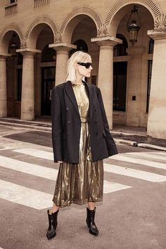 Influencer party outfits: Linda Tol wearing gold dress and Acne blazer Day Dresses, Dress Outfits, Girl Outfits, Fashion Outfits, Blazer Fashion, Christmas Day Outfit, Christmas Party Outfits, Girl Fashion, Womens Fashion