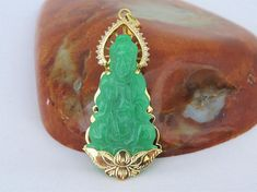 Vintage 18K Yellow Gold Apple Green Jadeite Jade Quan Yin