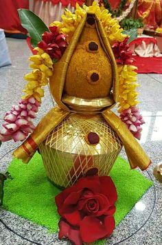 Varalakshmi Vratham 2019 honours the most popular Goddess Maha Lakshmi. Varalakshmi Puja or homam on this day means abundant wealth is sure to come your way. Housewarming Decorations, Home Wedding Decorations, Marriage Decoration, Diwali Decorations, Festival Decorations, Decor Wedding, Wedding Colors, Wedding Flowers, Kalash Decoration
