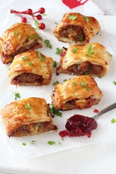 christmas food A delicious festive take on the classic sausage roll, made instead with turkey mince, cranberry sauce and brie. These mini pastry rolls will make a fantastic appetizer of party snack this Christmas! Christmas Nibbles, Christmas Buffet, Christmas Party Food, Xmas Food, Christmas Appetizers, Christmas Cooking, Christmas Christmas, Christmas Dinner For One, Christmas Food Ideas For Dinner Meals