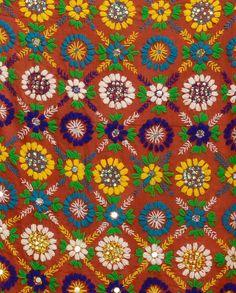 Red Wrap with Phulkari Embroidery Phulkari Embroidery, Embroidery Thread, Embroidery Applique, Embroidery Patterns, Textiles, Fabric Patterns, Print Patterns, India Pattern, Bargello