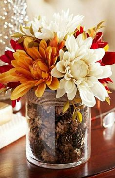 10 Fall Decor Ideas - Simply ClarkeDo you need inspiration for autumn decor ideas for your home? Get some ideas and decorating tips here!Fall Home Decor, Fall Decor, Fall Table Decor, Fall Decor, Rustic Home Fall Home Decor, Autumn Home, Diy Autumn, Autumn Table, Fall Apartment Decor, Diy Décoration, Easy Diy, Sell Diy, Decor Crafts