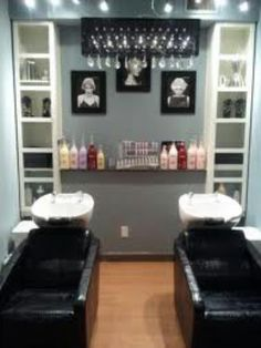 Love the storage ideas and the chandelier above beauty salon decor, salon shampoo area, Home Hair Salons, Home Salon, Beauty Salon Decor, Beauty Salon Interior, Salon Shampoo Area, Small Salon, Salon Design, Beauty Room, House Design