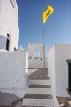 Monastery of Hozoviotissa: Amorgos, Greece - Vivere Travel Broken Mirror, Greek Islands, Cool Places To Visit, The Good Place, Greece, Fair Grounds, Blue And White, Holidays, World