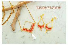 Collier sautoir chaine acier inoxydable doré, tissage perles miyuki orange, blanc et or par perlesdefilles sur Etsy https://www.etsy.com/fr/listing/584236215/collier-sautoir-chaine-acier-inoxydable