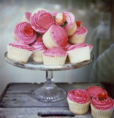 this picture took my breath away... cake stand AND beautiful cupcakes!