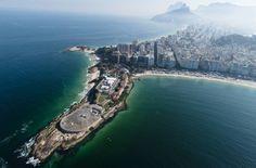 Vista aérea do Forte de Copacabana, onde serão hospedados a maratona aquática, os eventos de triatlo e o ponto de partida para o…