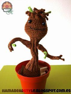 Baby Groot Amigurumi - Guardianes de la Galaxia - Patrón Gratis en Español aquí: http://hamabeadstyle.blogspot.com.es/2014/09/baby-groot-amigurumi-patron-gratis.html