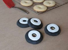 Cars 2 has hit the theaters. As the final stop in our Cars 2 week tour, you can make these fun Whitewall Tire Cookies - straight from Luigi's tire shop! Car Cookies, Disney Cookies, Cupcake Cookies, Cars Birthday Parties, 4th Birthday, Birthday Ideas, Themed Cupcakes, Easy Cookie Recipes, Sugar Cookies Recipe