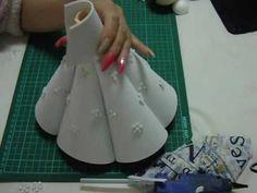 Tutorial de falda y cuerpo de fofucha comunión - YouTube Recycled Bottle Crafts, Plastic Bottle Crafts, Snow Queen Dress, Doll Videos, Hand Embroidery Stitches, Doll Tutorial, Book Folding, Foam Crafts, Diy Dress