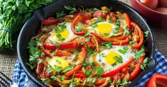 Stuck for healthy brunch or breakfast recipes? These delicious baked eggs are cooked right in the skillet with peppers, onion, tomatoes, and much more. Healthy Brunch, Healthy Breakfast Recipes, Healthy Eating, Healthy Recipes, Advocare Recipes, Clean Eating, Breakfast Ideas, Healthy Breakfasts, Free Breakfast