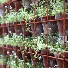 Rebar Vertical Garden Jardim Vertical Diy, Vertical Garden Diy, Vertical Planter, Vertical Gardens, Herb Garden, Vegetable Garden, Rusty Garden, Plantas Indoor, Herb Wall