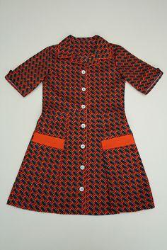 oranje kleedje by - - spiegel aan de wand - -