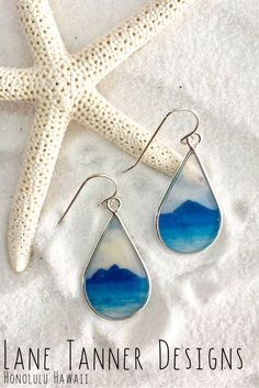 Taken from Lanikai Beach on Oahu looking out toward the Na Mokulua Islands, the blues of thisHawaii handmade jewelrycollection give the air of a bright and beautiful day.  https://lanetannerjewelry.com/collections/earrings/products/na-mokulua-teardrop-earrings