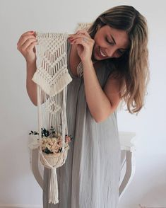Excellent No Cost Macrame Plant Hanger design Tips makramee diy deko Micro Macramé, Macrame Bag, Diy Macrame, Macrame Plant Holder, Macrame Design, Macrame Tutorial, Macrame Projects, Diy Décoration, Macrame Patterns
