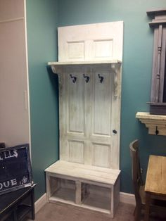 Old door repurposed hall tree 42 Ideas for 2019 Furniture Projects, Wood Projects, Diy Furniture, Building Furniture, Furniture Storage, Entryway Furniture, Furniture Online, Bedroom Furniture, Rustic Coat Rack
