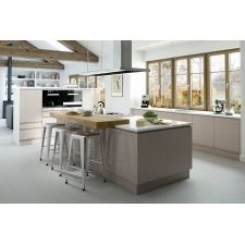 The Mackintosh Integral Gloss Cashmere kitchen comes in a modern style with a gloss finish. Browse the kitchen features and find a retailer near you. Gloss Kitchen, New Kitchen, Kitchen Modern, Kitchen Ideas, Kitchen Inspiration, Handleless Kitchen, Modern Kitchens, Kitchen White, Breakfast Bar Kitchen