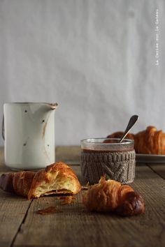 Croissants au beurre et chocolat chaud