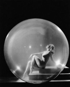 Learn how to burlesque balloon dance like Sally Rand http://www.burlexe.com/how-to-burlesque-balloon-dance/