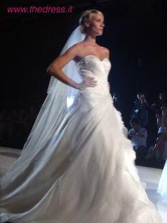 One Shoulder Wedding Dress, Glamour, Wedding Dresses, Fashion, Alon Livne Wedding Dresses, Fashion Styles, Weeding Dresses, Wedding Dress, Wedding Dressses