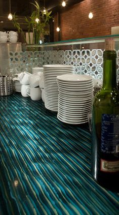 Contemporary kitchen countertops by Interstyle: An alternate glass option. Resin Countertops, Kitchen Countertops, Green Interior Design, Interior Design Kitchen, Bamboo Cabinets, Kitchen And Bath Remodeling, Kitchen Remodel, Glass Bar, Kitchen Styling