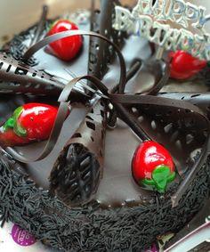 Funny 50th Birthday Cakes, White Birthday Cakes, Beautiful Birthday Cakes, Birthday Cupcakes, Beautiful Cakes, Stunningly Beautiful, Cupcake Tree, Teddy Bear Cakes, Garden Cakes
