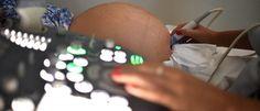 Hopital deve indenizar em R$ 200 mil enfermeira que sofreu aborto por trabalho impróprio  Ainda conforme a técnica de enfermagem E. E. C., durante uma consulta de pré-natal, constatou-se que sua gestação era de alto risco. A médica então a orientou a evitar pegar peso, subir e descer escadas, abaixar-se, sugerindo ainda que fosse avaliada a ... #turmadavaquinha #muu #gestacao http://rock.ly/bn4jc