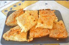 ΥΛΙΚΑ: 1 κούπα του τσαγιού αλεύρι που φουσκώνει μόνο του 1 κεσεδάκι βούτυρο μαλακό 2 κεσεδάκια γιαούρτι στραγγιστό 3-4 αυγά 1/2 kg. φέτα φρυγανιά σουσάμι ΕΚΤΕΛΕΣΗ: Ανακατεύουμε όλα τα υλικά μαζί εκτός της φρυγανιάς Το βούτυρο πρέπει να είναι σε θερμοκρασία δωματίου και η φέτα να τριφτεί στο χέρι όσο χοντρή ή ψιλή θέλετε Βουτυρώστε [...] Flour Recipes, Snack Recipes, Snacks, Easy Recipes, Greek Sweets, Savory Muffins, Greek Recipes, Different Recipes, Cornbread