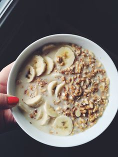 Morning oatmeal with banana so simple and yummy. And healthy when you want to eat sweat breakfast Healthy Meal Prep, Healthy Breakfast Recipes, Healthy Snacks, Healthy Eating, Healthy Recipes, Food Goals, Aesthetic Food, I Love Food, Food Inspiration