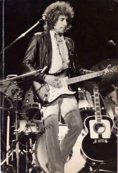 Bob Dylan in concert in Oakland, Nov. Art Music, Music Artists, Bob Dylan Live, Oakland Coliseum, Travelling Wilburys, Blowin' In The Wind, Joan Baez, Supermarine Spitfire, America's Finest