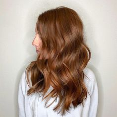 Red hair is bold, while brown hair is more normal? Why not try auburn hair? It pairs perfectly with various skin tones and can spruce up your hairstyle instantly. Click and find out all auburn hair color secrets Hair Color Auburn, Auburn Hair, Red Hair, Brown Hair, Beautiful Hair Color, Beauty Hacks, Beauty Tips, Hair Colours, Colors