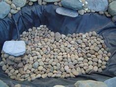 rangement des pierres autour du votre bassin de jardin Fish Pond Gardens, Pond Liner, Natural Pond, Rain Garden, Islamic Art Calligraphy, Ponds Backyard, Aquaponics, Permaculture, Firewood