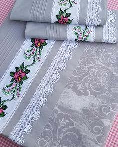 9 Diy Table Cloth From Sheets Chandelier Wedding Decor, Patchwork Baby, Patchwork Cushion, Homemade Beauty Products, Lace Making, Diy Table, Baby Knitting Patterns, Sewing For Beginners, Diy And Crafts