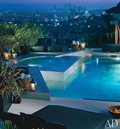 Swimming Pool and jacuzzi overlooking the city in Hollywood Hills, California by XTEN Architecture. Luxury Swimming Pools, Luxury Pools, Dream Pools, Architectural Digest, Jacuzzi, Hollywood Hills Homes, Hollywood Style, Modern Pools, My Pool