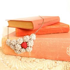 Statement Necklasse  Flower and heart in crochet by BrandlessBerta, €51.20
