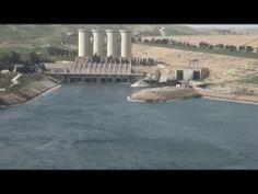 """Toute l'actualité sur http://www.bfmtv.com/ Il est connu comme le """"barrage le plus dangereux du monde"""" depuis 2007, l'année des premières mises en garde. Le barrage de Mossoul, dans le nord de l'Irak, se trouve dans un état inquiétant et menace de céder. En cause: l'érosion de la structure. En cas de"""