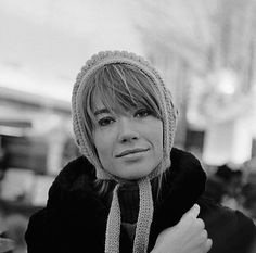 Beauties from the past until today French Girls, French Pop, Françoise Hardy, French Beauty, Sweaters And Jeans, Knitting Accessories, Vintage Glamour, Most Beautiful Women, Lady