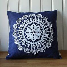denim and lace pillow cover - by Tuuni on etsy Crochet Cushions, Crochet Motif, Crochet Doilies, Crochet Patterns, Diy Pillows, Throw Pillows, Doily Art, Doilies Crafts, Christmas Pillow Covers