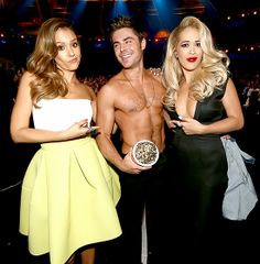 Best Shirtless Performance winner Zac Efron with lucky presenters Jessica Alba and Rita Ora!