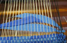 Väver trasmattor – Textila inslag Weaving, Textiles, Crafts, Craft Ideas, Farmhouse Rugs, Fabrics, Woven Rug, Rugs, Manualidades