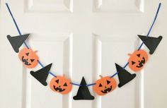 Halloween paper bunting, Pumpkins and witches Halloween Papier Fahne, Kürbisse und Hexen £ Halloween Decorations For Kids, Halloween Banner, Halloween Ghosts, Halloween Party Decor, Spooky Halloween, Halloween Pumpkins, Halloween Paper Crafts, Moldes Halloween, Adornos Halloween