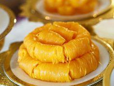 Photo credit : kanomthai.scool on FB Thai Dessert, Snacks, Ethnic Recipes, Desserts, Food, Tailgate Desserts, Appetizers, Deserts, Essen