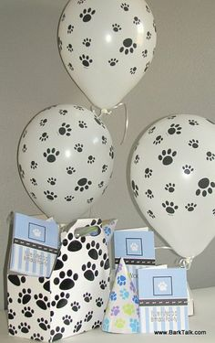 Throw a Dog Party (you'll be surprised how many people show up to this and not your own birthday party! Puppy Birthday, Animal Birthday, Dog Themed Parties, Dog Parties, Birthday Party Hats, Birthday Gifts For Husband, Puppy Party, Dog Daycare, Dog Show