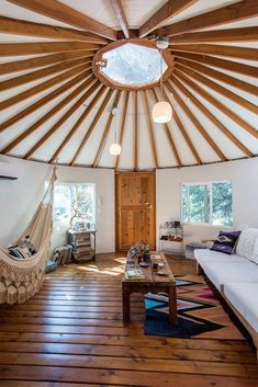 Yurt Interior Design Best Of How to Create An Energy Efficient Yurt [infographic] – Decorating Ideas Yurt Interior, Living Room Interior, Decor Interior Design, Luxury Interior, Furniture Design, Interior Decorating, Casa Yurt, Yurt Home, Yurt Living