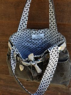 Love the lining on this refashioned denim bag.
