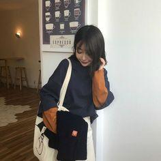 COREA Divas, Stylish Outfits, Cute Outfits, Korean Style, Sweater Weather, Ulzzang, Cute Girls, Korean Fashion, Fashion Backpack